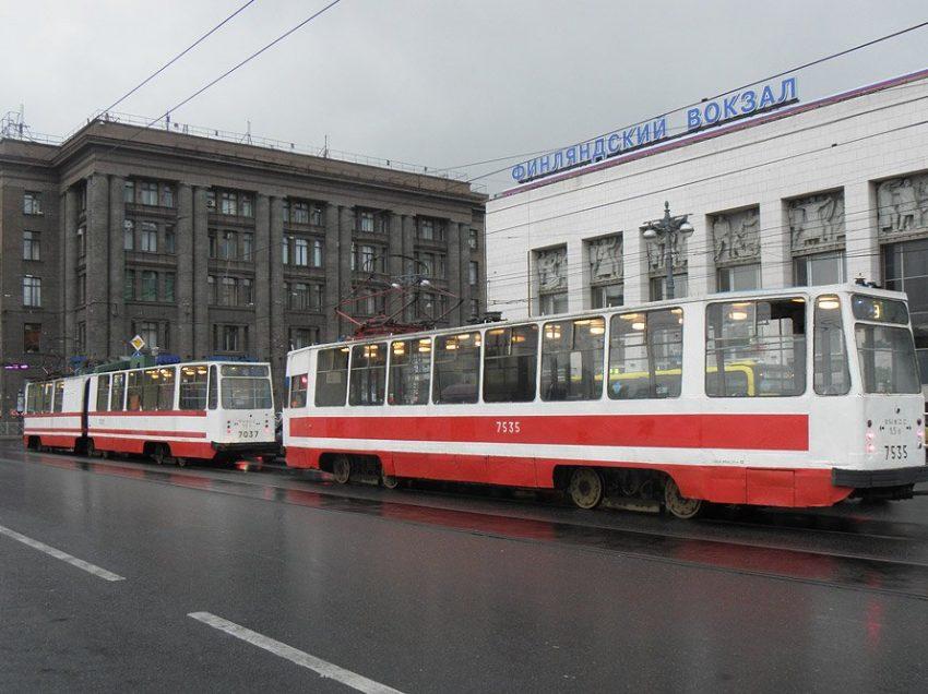 11 Beautiful trams in St. Petersburg – Russia