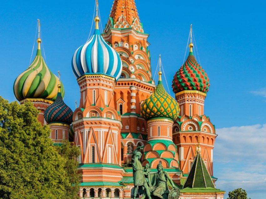 Understanding Russian Beliefs and Values That Will Guide You to Hug Russia