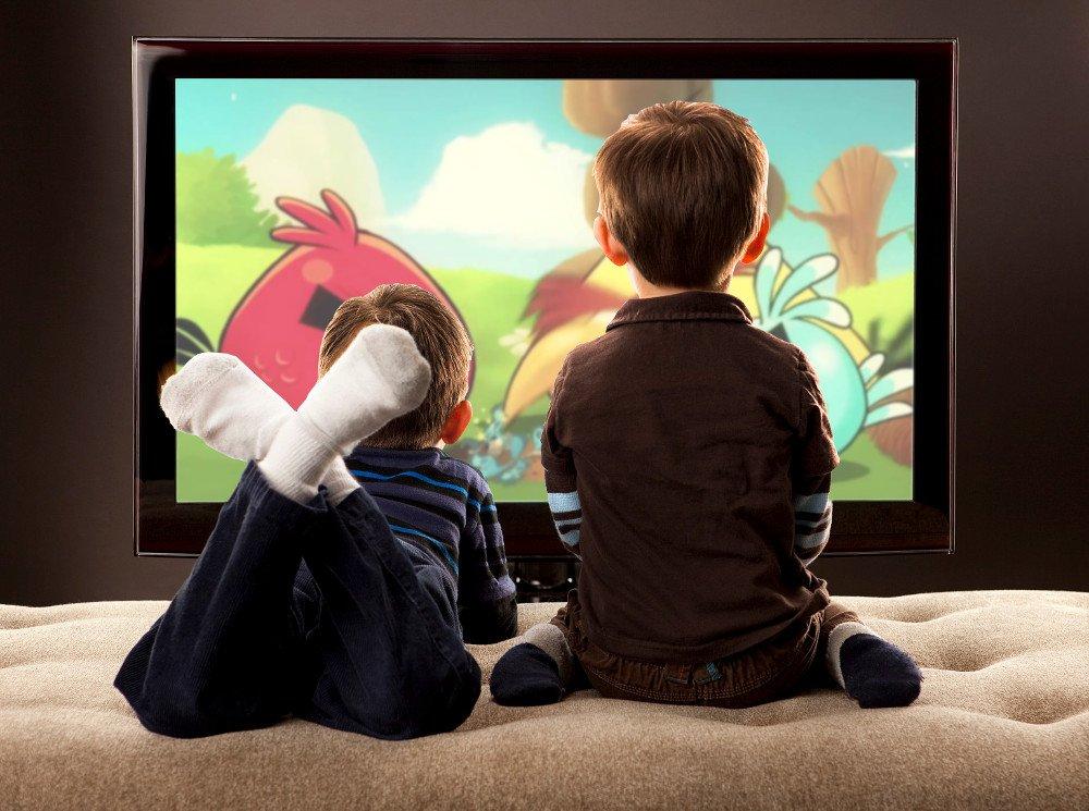 kids watchin tv