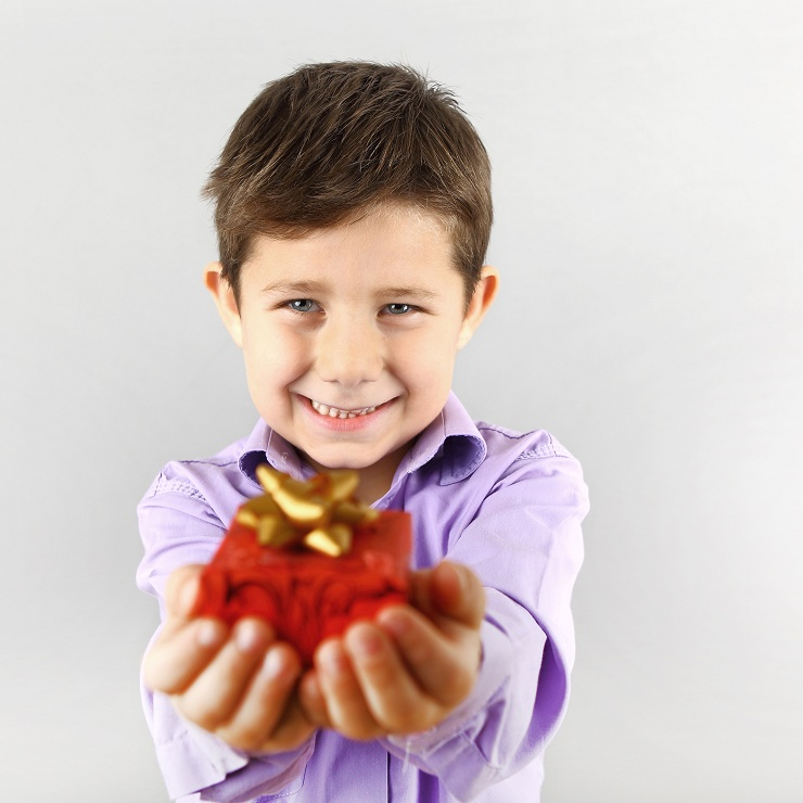 kids give present to mom