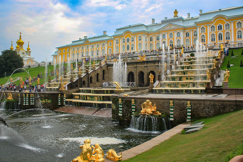 6 Best Things You Must Do in Peterhof Palace, Russia