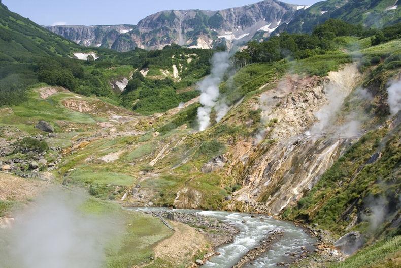 valley of geyser